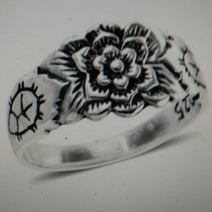 Nwt - Sterling floral ring. Size 7.